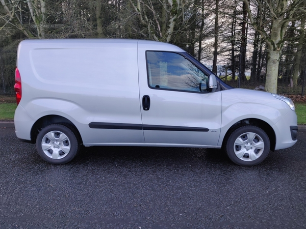 Vauxhall Combo 2000 1.3 CDTI 16V 95ps H1 Sportive Van Euro 6 in Derry / Londonderry