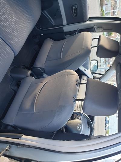 Toyota Yaris TR VVT-I in Down