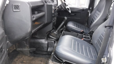 Land Rover Defender 130 TD DCC in Down